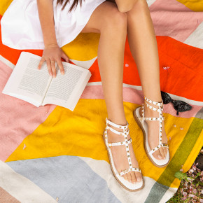 Sandal with studded straps Coralie white | Les Tropeziennes