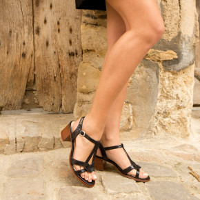 Heeled sandals with teardrop straps Lila black | Les Tropeziennes